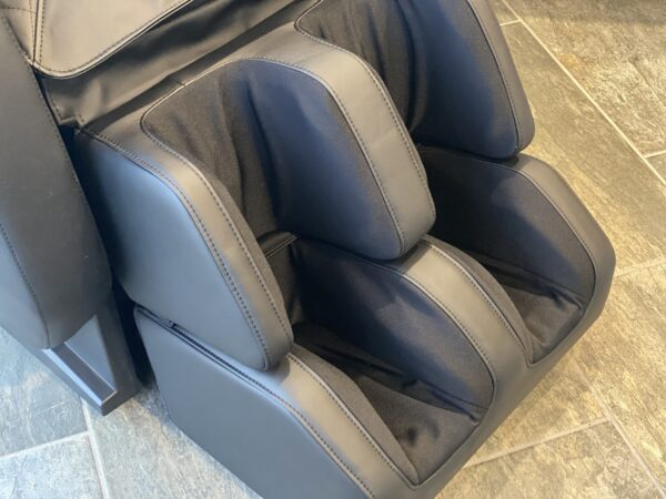 Atmos massage chair with reflexology